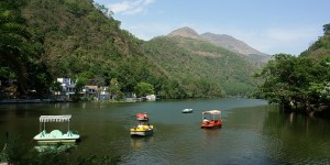 renuka lake - people enjoying boating