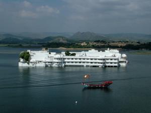 boating in lake pichola