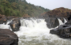 Perunthenaruvi waterfalls