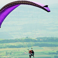 Paragliding 3 Adventure activities in India that will pump you up