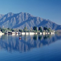 dal lake best place to visit in kashmir Weekend Getaways to Brew Some Romance