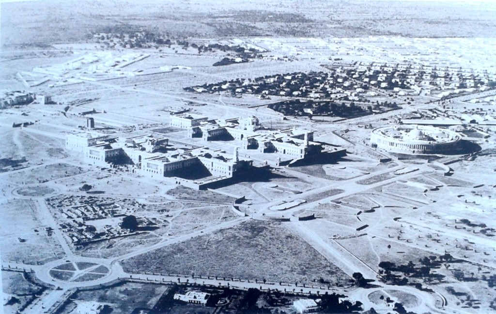Construction_occuring_near_malcha_mahal_in_1920's_and_1930's_2014-03-21_09-44