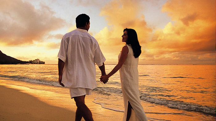 couple-walking-on-beach-at-havelock