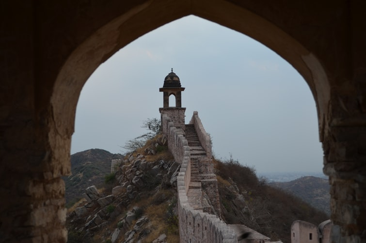 photo 1533567425874 ee7bf6ddb842 6 Hill Forts Of Rajasthan To Visit This Season